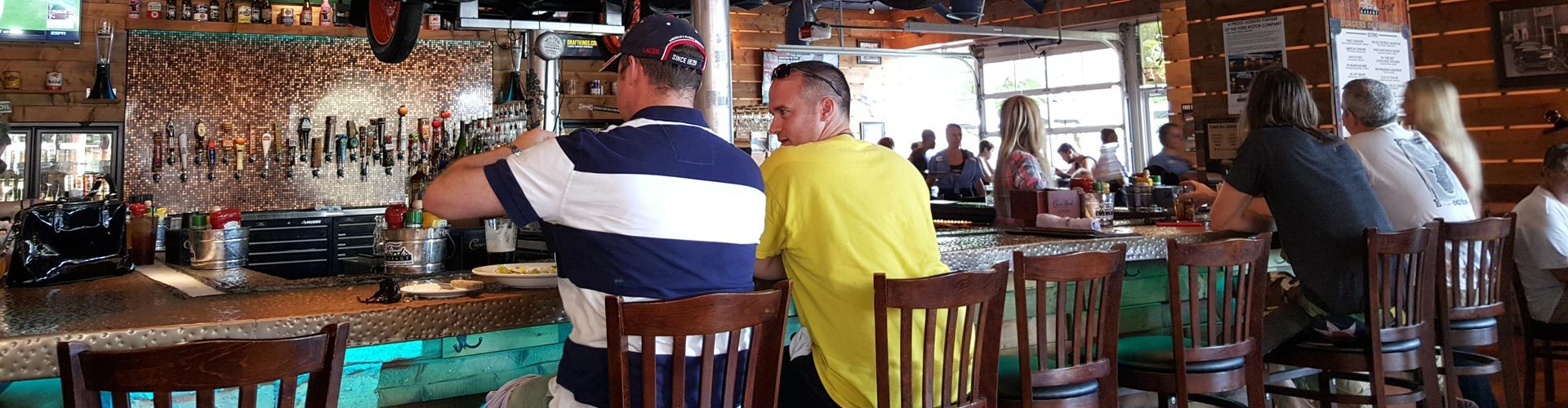 An der Bar in Fords Garage, Estero, Florida