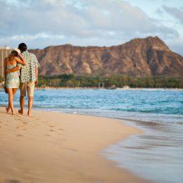 Am Strand von Waikiki mit Blick auf Diamond Head