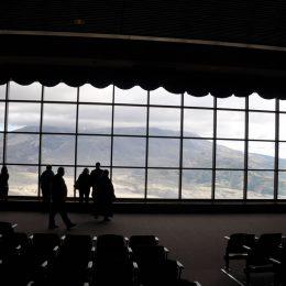 Zuerst sieht man den atemberaubenden Naturfilm im Observatory, dann öffnet sich der Vorhang und man hat einen spektakulären Ausblick auf den Mt. St. Helens