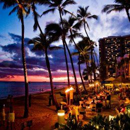 Fackelzeremonie am Strand von Waikiki