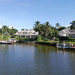 In der Naples Bay leben die wirklich Reichen in ihren unglaublich schönen Villen