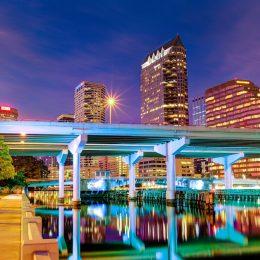 Tampa bei Nacht
