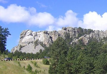 Weite Prärien, monumentale Steinskulpturen